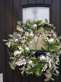 Artificial Mistletoe Door Wreath